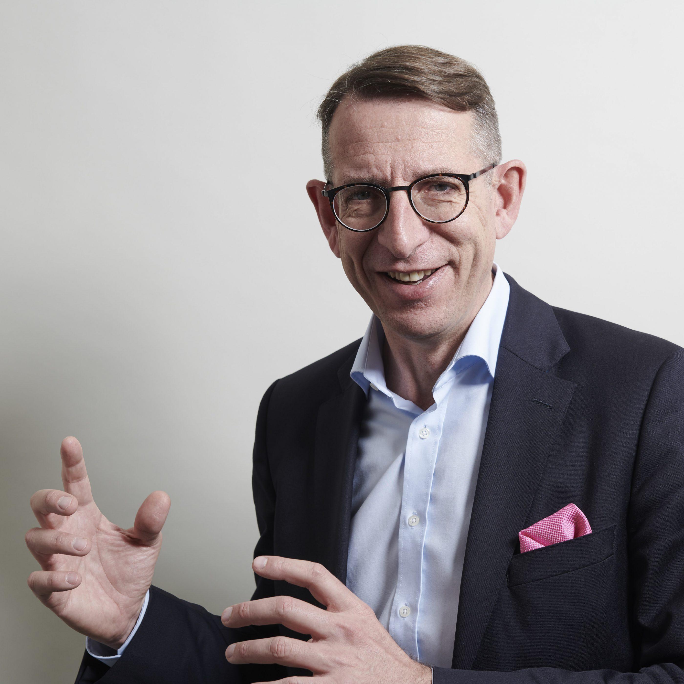 Dr. Frank-Jürgen Richter Entrepreneur, Economic Advisor, Author and Commentator